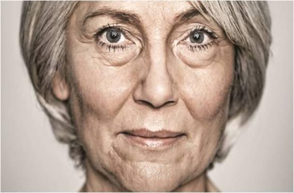 Grâce à la montre d'appel d'urgence Limmex, les personnes âgées peuvent rester dans leur appartement le plus longtemps possible.